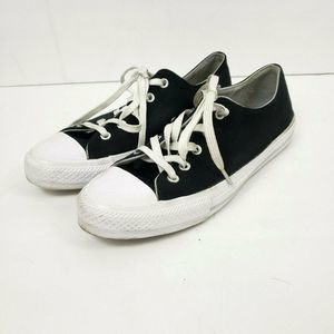 Converse All Star Low Top Shoes Womens SZ 7 mens 9